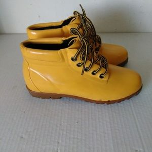 Lands End yellow rubber boots size 7M